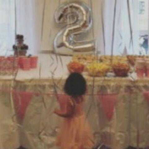PHOTOS – Amel Bent fête les 2 ans de Sofia. En attendant bébé, Laëtitia Milot câline ses chiens. Neymar presque nu dans la neige… Hot, insolite ou drôle, la semaine des stars en images