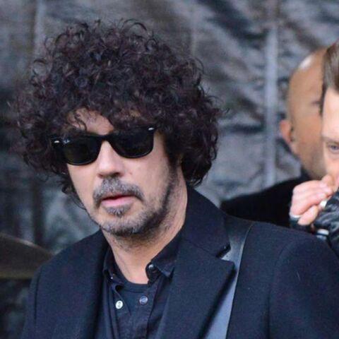 PHOTO – Yarol Poupaud, l'ami et guitariste de Johnny Hallyday rend un bel hommage à son «boss»