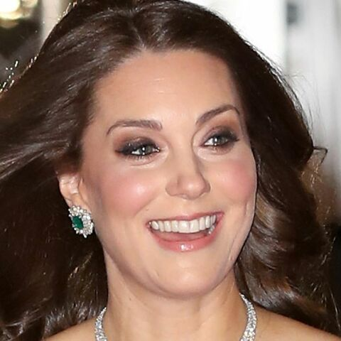 PHOTOS – Kate Middleton, radieuse en robe empire verte aux BAFTA 2018: pourquoi n'a-t-elle pas porté de noir, en soutien au mouvement féministe?