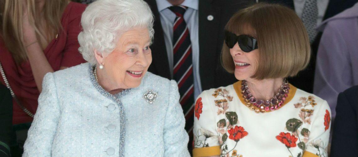 PHOTOS – Elisabeth II, reine de la Fashion Week londonienne: ravie pour son premier front row