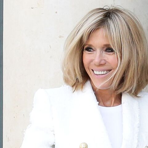 PHOTOS – Brigitte Macron, lumineuse en blanc à l'Élysée
