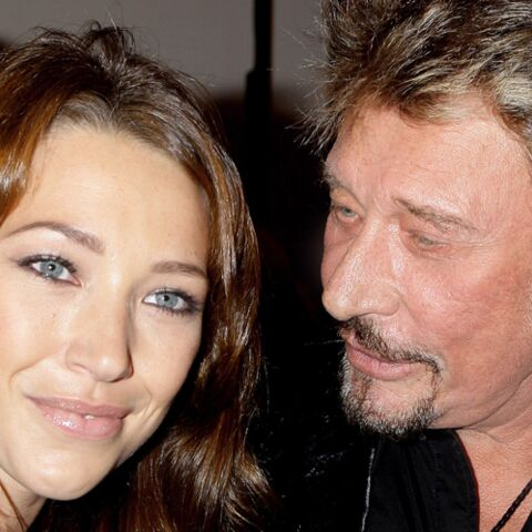 Johnny Hallyday papa inquiet… au point de reprendre la cigarette