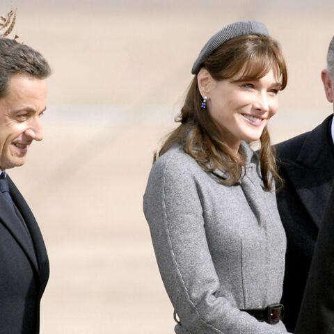 """""""Une crainte terrible"""": Carla Bruni se souvient douloureusement de sa première visite officielle en tant que Première dame"""