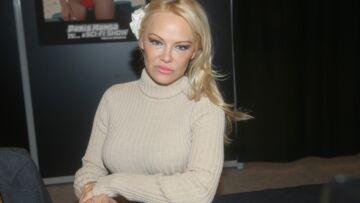 """Pamela Anderson """"très amoureuse"""" d'Adil Rami, elle est """"heureuse de vivre en France"""