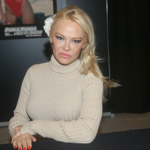 """Pamela Anderson """"très amoureuse"""" d'Adil Rami, elle est """"heureuse de vivre en France"""""""