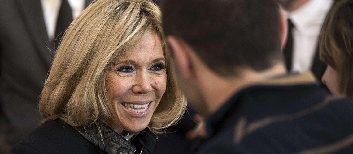 PHOTO – Dîner des créateurs à l'Elysée: Brigitte Macron tout sourire aux côtés de son styliste et d'Anna Wintour