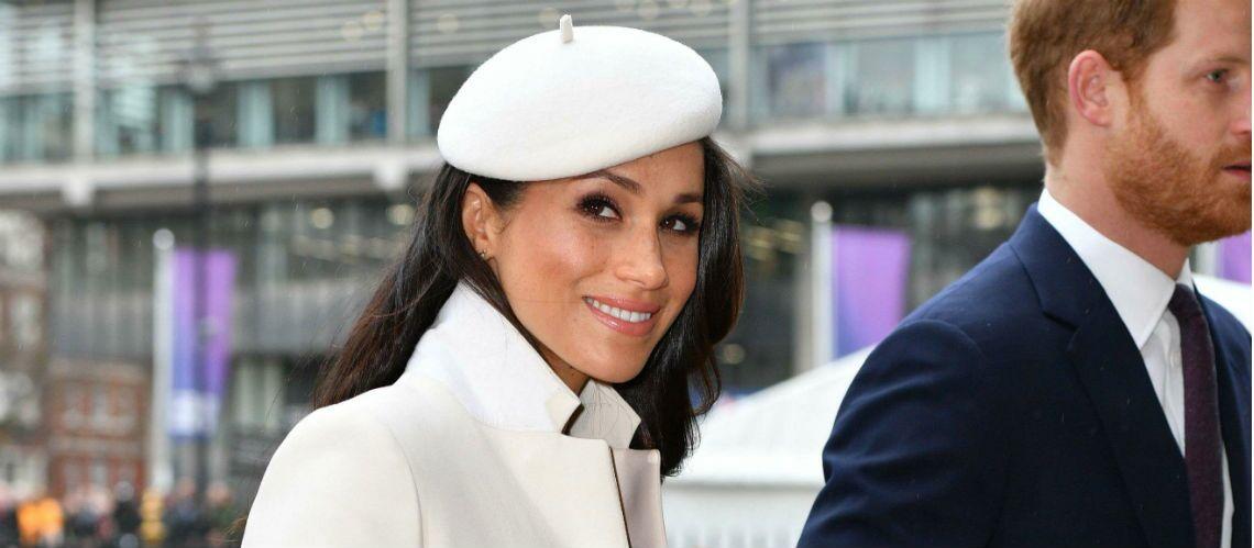 PHOTOS \u2013 Pour sa première sortie avec la reine, Meghan Markle sublime en  manteau et chapeau blanc, éclipse Kate Middleton , Gala