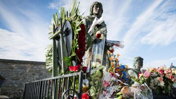 """""""Je défendrai sa mémoire jusqu'à ma mort"""": malgré une image controversée, Claude François continue de susciter l'admiration"""