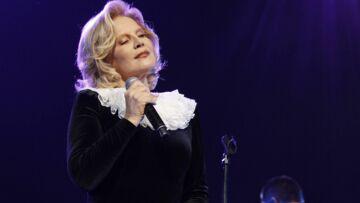 Sylvie Vartan, la gorge serrée, au bord des larmes: les détails de son hommage bouleversant à Johnny Hallyday pour son concert