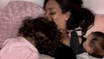 PHOTOS – Moment câlin entre Amel Bent et ses filles, Emma Smet prend du recul à la campagne, Christophe Beaugrand enfant, trop craquant… Hot, insolite ou drôle, la semaine des stars en images