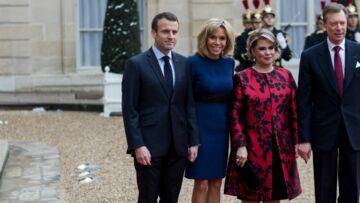 PHOTOS -Brigitte Macron, canon en robe bleue cintrée, elle recycle toutes ses robes Louis Vuitton