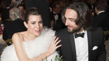 PHOTOS – Au Bal de la Rose, une jolie bague au doigt de Charlotte Casiraghi