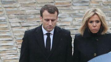VIDEO – Emmanuel et Brigitte Macron main dans la main, l'émotion palpable lors de l'hommage au colonel Arnaud Beltrame