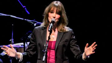 PHOTO – Carla Bruni : son tendre message pour l'an­ni­ver­saire de sa mère