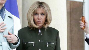 PHOTOS – Brigitte Macron révolutionne le look de première dame en manteau d'officier à l'Elysée