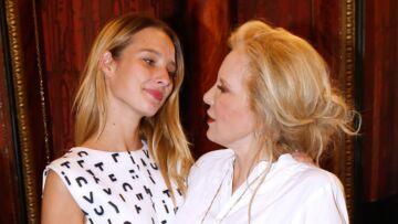 Première campagne beauté Mixa pour Ilona Smet: Sylvie Vartan si fière de sa petite-fille
