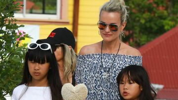 PHOTOS – Laeticia Hallyday en robe gipsy, celle que Johnny aimait tant