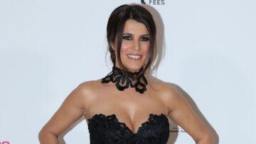 PHOTOS – Karine Ferri surprend le public très enceinte hier soir dans The Voice