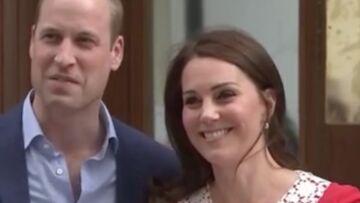 PHOTOS – Kate Middleton en robe rouge: la duchesse fatiguée mais radieuse quelques heures après l'accouchement
