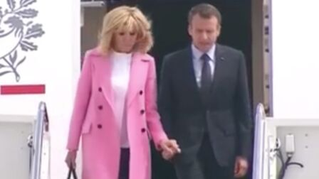 PHOTOS – Brigitte Macron fashionista en manteau rose pour sa rencontre avec  Melania Trump a470980184e