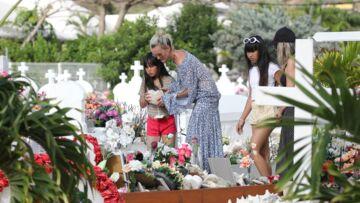 Les fans de Johnny Hallyday prêts à tout pour aller sur la tombe de l'idole… même à marcher sur les tombes