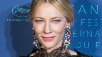 Cannes 2018: Cate Blanchett en robe dos nu échancrée sur les reins enflamme la Croisette