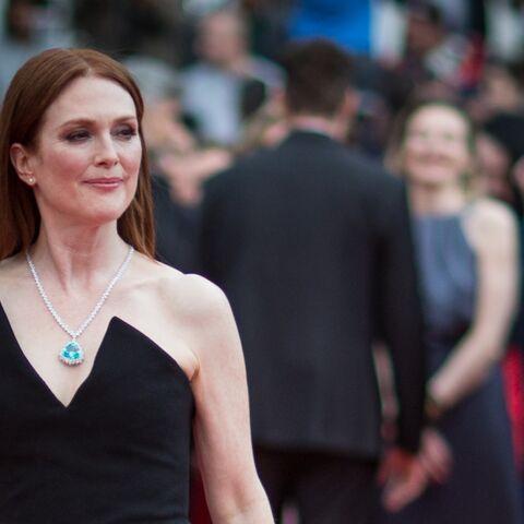 PHOTOS –Cannes 2018: Julianne Moore sublime en robe fendue et asymétrique noire