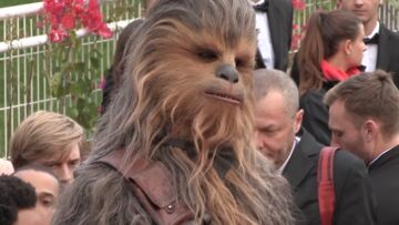VIDEO – Croisette reporter, épisode 10 : Chewbacca sur le red carpet, un joli basktage photo, et l'interview perchée de Pio Marmaï et Adèle Haenel