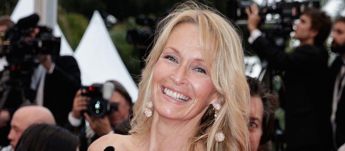 PHOTOS – Cannes 2018: Estelle Lefébure en robe noire légèrement transparente séduit la Croisette