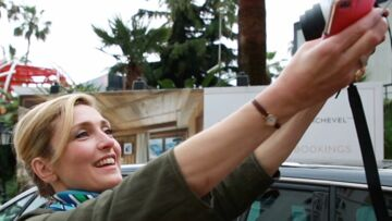 VIDEO – Quand Julie Gayet se prend en selfie