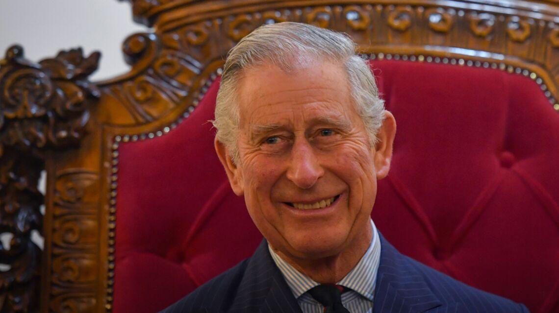 """VIDEO – Le prince Charles aux côtés de Meghan Markle: """"il n'a pas eu de fille, c'est un rêve qu'il caressait depuis longtemps"""""""