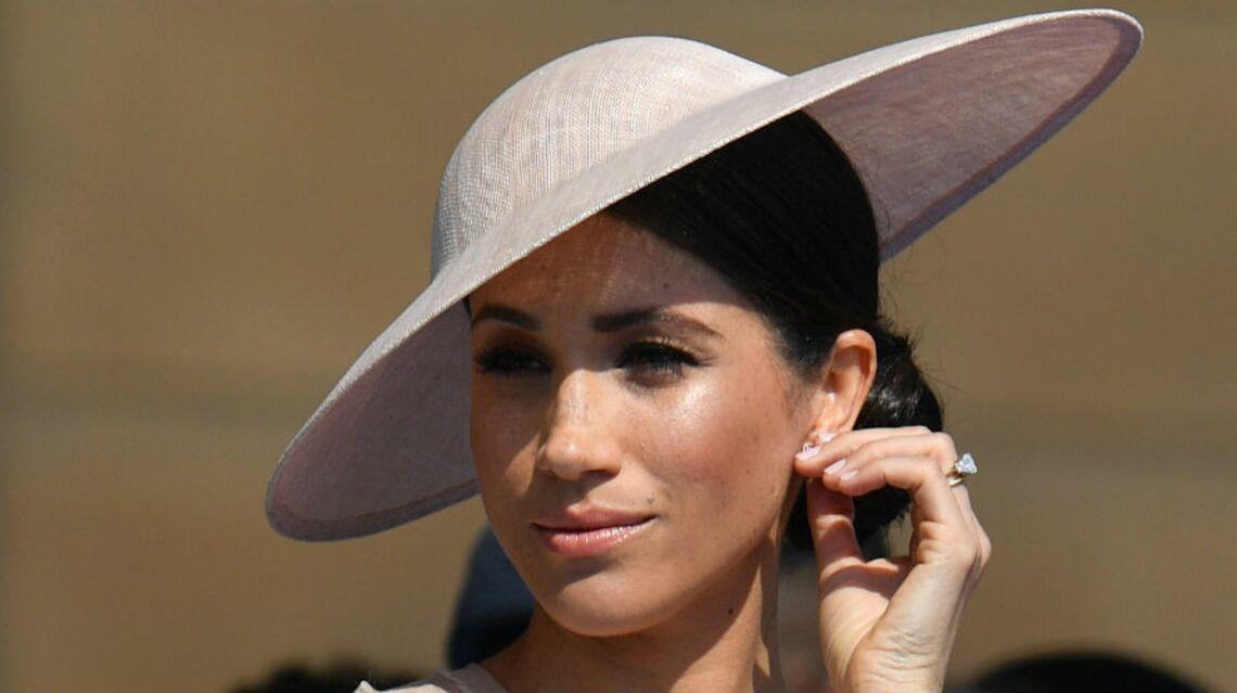 PHOTOS – Meghan Markle dans une tenue bien sage: la duchesse évite d'énerver la reine pour sa 1e apparition publique