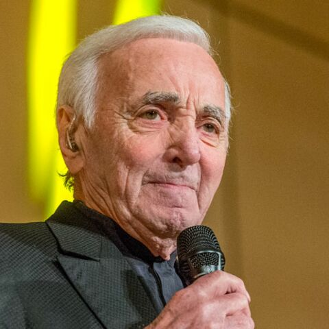 """Les médecins de Charles Aznavour lui prescrivent un """"arrêt supplémentaire"""" après sa violente chute"""