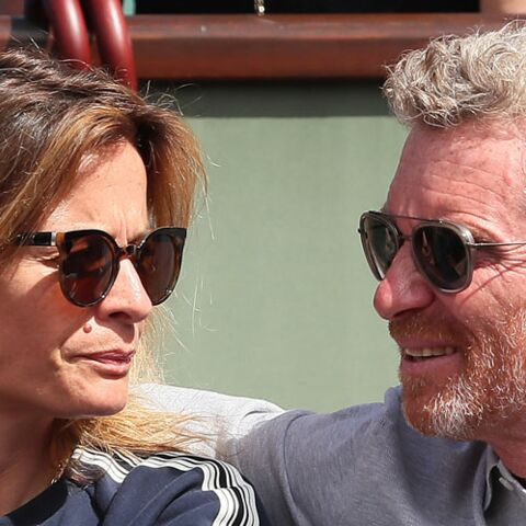PHOTOS – Denis Brogniart et sa femme en amoureux à Roland Garros