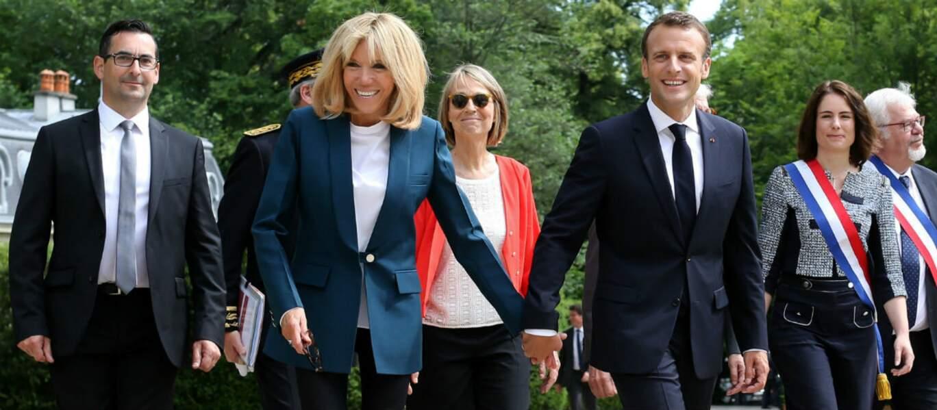 Brigitte Macron le 30 mai au chateau de la Ferney Voltaire avec une veste très sobre