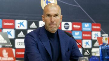 PHOTOS – Zinédine Zidane sexy avec le crâne rasé: son évolution capillaire en images