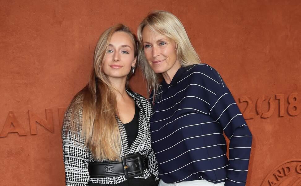 Estelle Lefébure et sa fille Emma Smet, complices à Roland-Garros