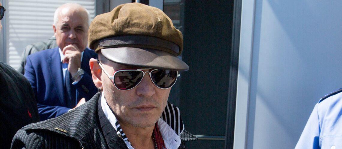 PHOTOS – Johnny Depp émacié et casquette sur la tête: malgré le démenti de ses proches, l'acteur ne semble pas aller bien