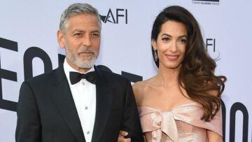Photos – Amal Clooney sublime et très mince, un an après la naissance de ses jumeaux