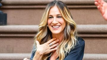PHOTOS – Sarah Jessica Parker fête les 20 ans de Sex and The City en Intissimi dans les rues de New-York