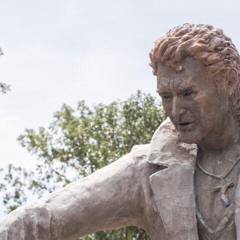 PHOTOS – Une statue de Johnny Hallyday haute de 3 mètres inaugurée en Ardèche