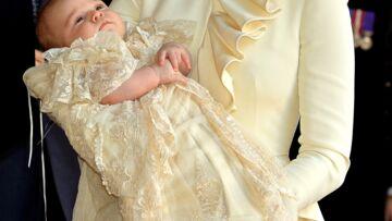 PHOTOS – Pour son baptême, le prince Louis recycle la tenue symbolique portée par George et Charlotte