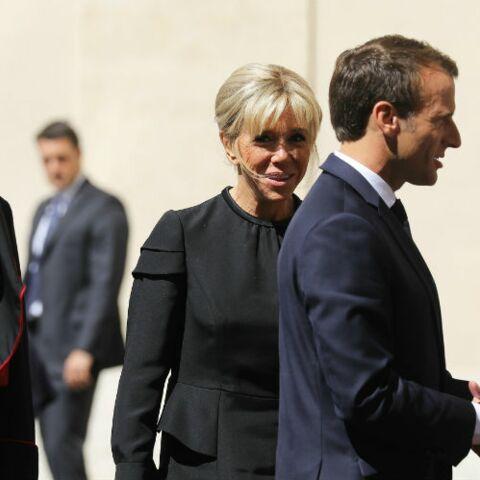 PHOTOS – Brigitte Macron, ultra sobre pour rencontrer le Pape avec une robe noire sous le genou