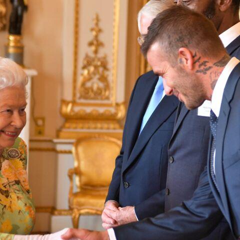 PHOTOS – La reine Elizabeth II craque pour David Beckham, la grand-mère de William et Harry comme vous ne l'avez jamais vue
