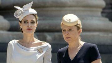 PHOTOS – Quand Angelina Jolie, en bibi strict et robe longue sous le genoux, copie le style de Meghan Markle