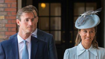 PHOTOS – Baptême du prince Louis: Quand Pippa Middleton s'inspire du look d'une invitée du mariage de Meghan Markle et du prince Harry