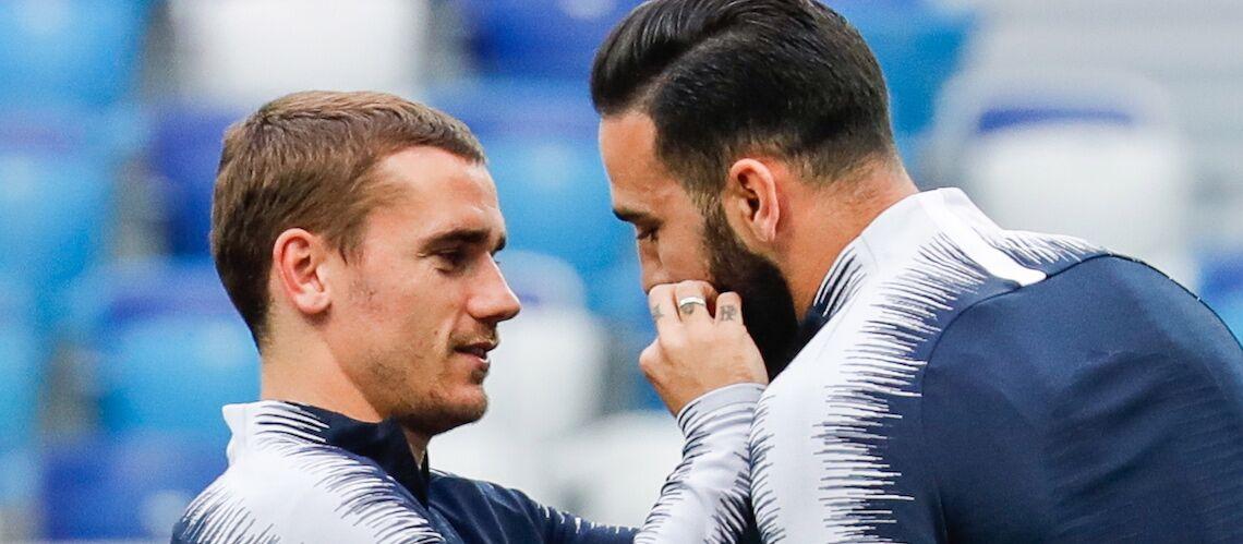 Pourquoi Antoine Griezmann tripote la moustache d'Adil Rami avant le match