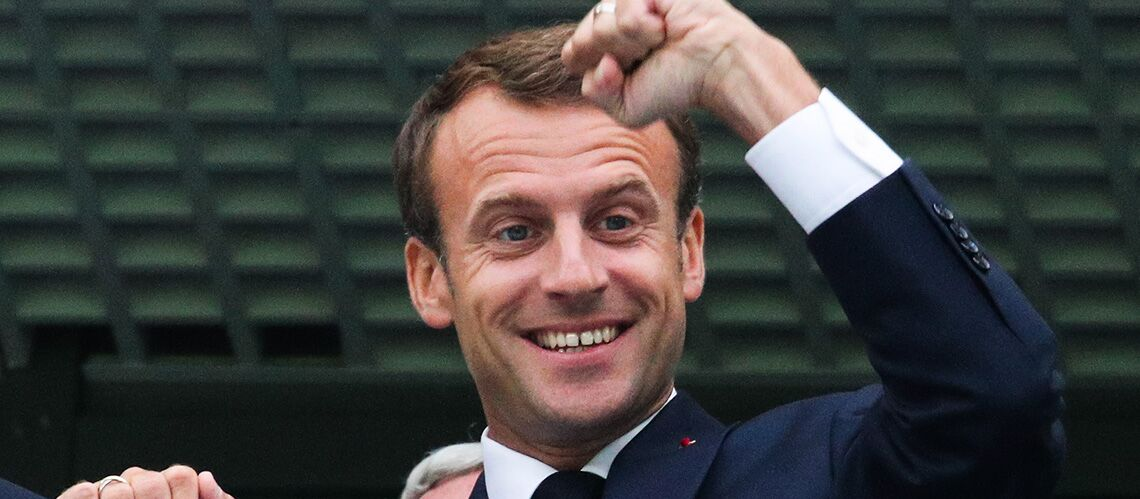 Emmanuel Macron taquin dans le vestiaire des Bleus, il chambre un joueur