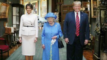 PHOTOS – Melania Trump opte pour un look très strict pour rencontrer la reine Elizabeth II et évite le fashion faux pas