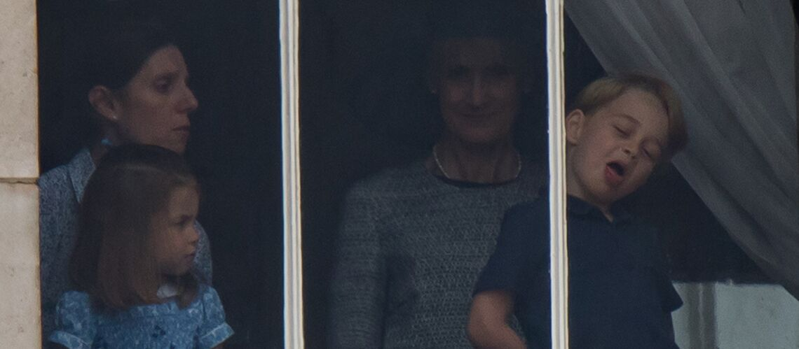 Le prince George fait tourner en bourrique sa nounou: le fils de Kate et William tire la langue